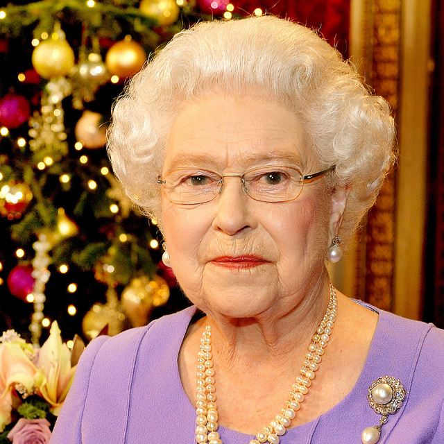 Lélegzetelállító a windsori kastély karácsonyi dekorációja: II. Erzsébet otthonát gyönyörűen díszítették fel