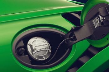 Porsche: a szintetikus benzin egyenértékű a villanyautózással