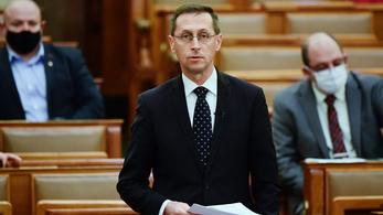 Varga Mihály: tűzifa lesz rászoruló családoknak a NAV lefoglalt raklapjaiból