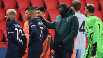 A játékvezető rasszista megnyilvánulása miatt félbeszakadt a PSG–Basaksehir meccs