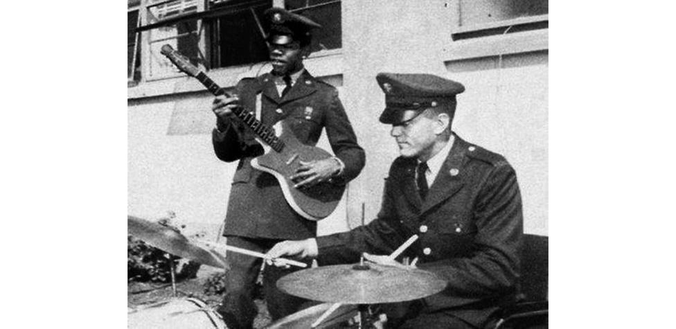 1961. május 31-én Hendrix belépett a seregbe, amivel egy kétéves börtönbüntetést úszott meg, ugyanis nem sokkal korábban elkapták egy lopott autóval. Felettesei szerint rendkívül rossz katona volt, és egy év után le is szerelték. Viszont a katonaévek alatt ismerkedett meg Billy Cox basszusgitárossal, akivel utolsó, még életében megjelent lemezén is együtt zenél.