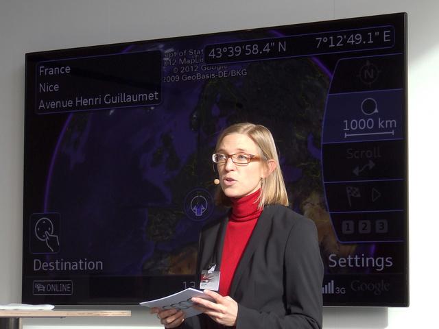 A központi képernyőn folyamatosan az MMI képét láthattuk