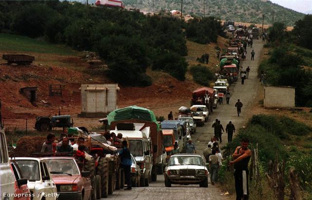 Albán menekültek a koszovói határon, 1999.