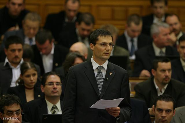 Gyöngyösi Márton felszólal a parlamentben (2011.)