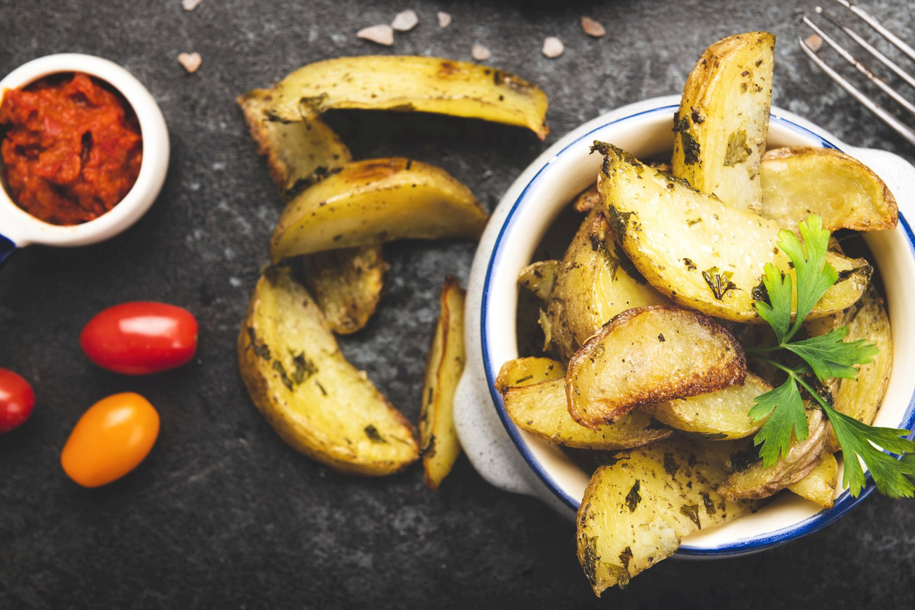 fokhagymas-zoldfuszeres-krumpli