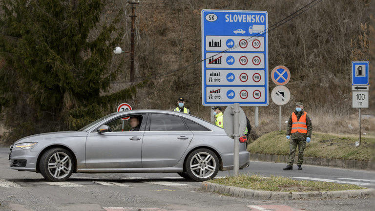A tiszti főorvos dönt arról, hogy bezár-e karácsonyra Szlovákia