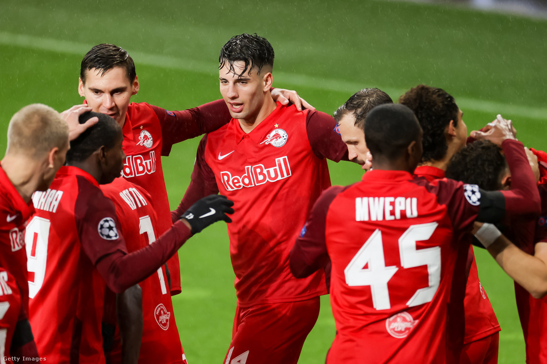 Szoboszlai Dominik (középen) az RB Salzburg és FC Bayern München mérkőzésen 2020. november 3-án Salzburgban