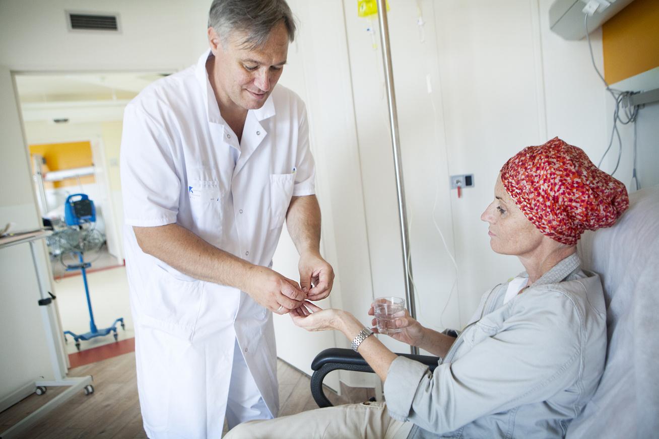 beteg orvos rák daganat gyógyszer