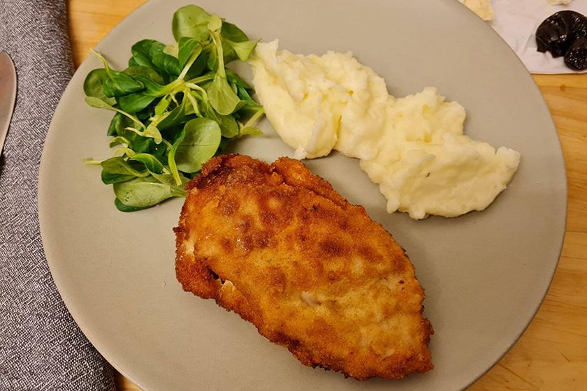 aszalt sziévával és sajttal töltött csirkemell