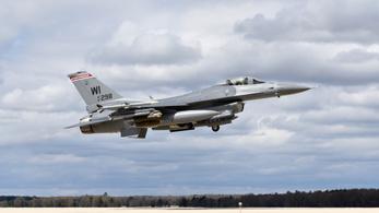 Lezuhant egy F-16-os vadászgép az Egyesült Államokban