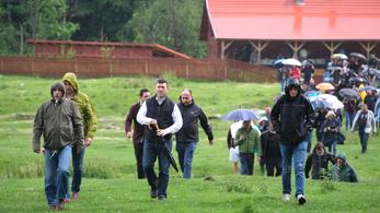 Vizsgálnia kell a román ügyészségnek az úzvölgyi temetőfoglalást