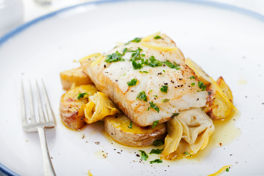 Tepsiben sült, fokhagymás, fűszeres halfilé: egyszerű, ízletes és gyors recept