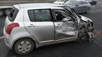 Szembement a forgalommal, balesetet okozott, majd továbbhajtott