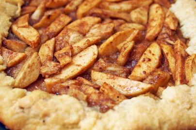 Fahéjas almával és körtével töltött omlós tészta – A rákaramellizálódott cukortól lesz különlegesen finom