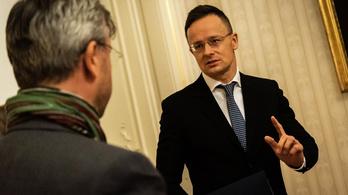 Szijjártó Péter: Fel kell lépni Brüsszel migrációt támogató politikájával szemben