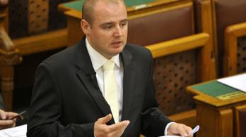 Az MSZP kért diplomata-útlevelet a csempészcigivel lebukott politikusának