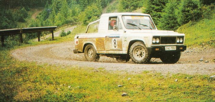 Vágott seggű Aro - ez nem a platós, hanem a zárt verzióból készült flexszel és V6-os Ford-motorral
