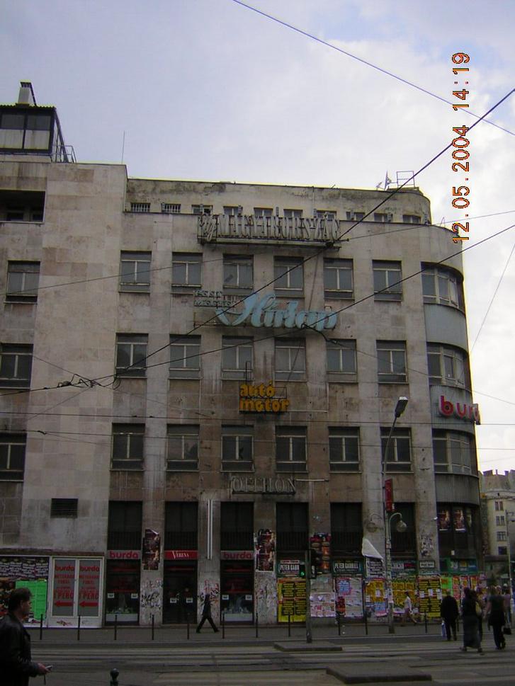 A Sajtóház a Blaha Lujza téren, még mielőtt elbontották