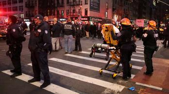 Autó hajtott a Black Lives Matter-tüntetők közé, többen megsérültek
