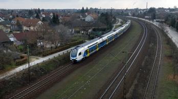 Hétfőtől két elővárosi vonalon is emeletes vonatok közlekednek