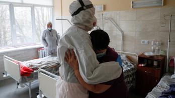 Ukrajnában csaknem 13 ezer új koronavírusos beteget regisztráltak egy nap alatt