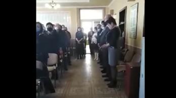 Hazaárulással gyanúsítják a magyar himnuszt éneklő kárpátaljai képviselőket