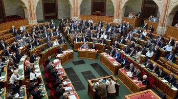 Az alaptörvény kilencedik módosításáról dönthet a parlament
