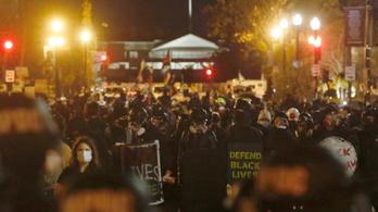 Több ezren tüntettek Donald Trump amerikai elnök mellett