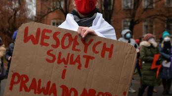 Együtt tüntettek a vállalkozók és az abortusztilalom ellen tiltakozók Varsóban