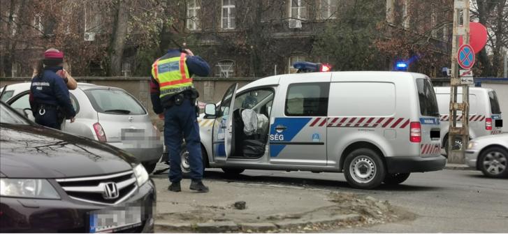 rendőrautó.png