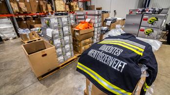 Quadokat és gyakorlóruhát kapnak az önkéntes mentők több mint 400 millió forintért