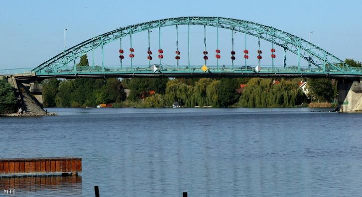A Ráckevei Duna-ág legdélebbi, gépjárművel is átjárható hídja
