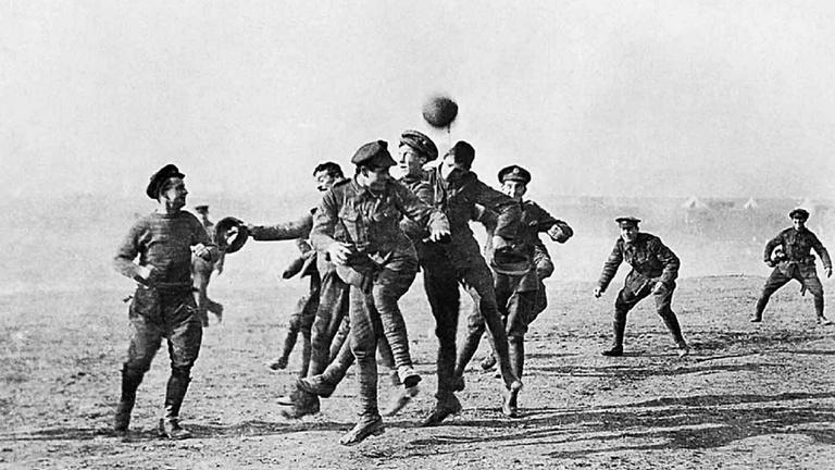 Háború és béke, no meg futball a fronton