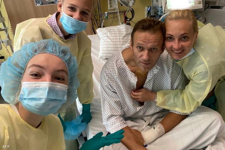 Alekszej Navalnij családjával a berlini kórházban 2020. szeptember 15-én