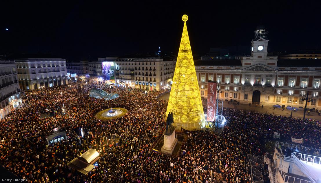 Tömeg a Puerta del Sol téren 2015. január 1-jén