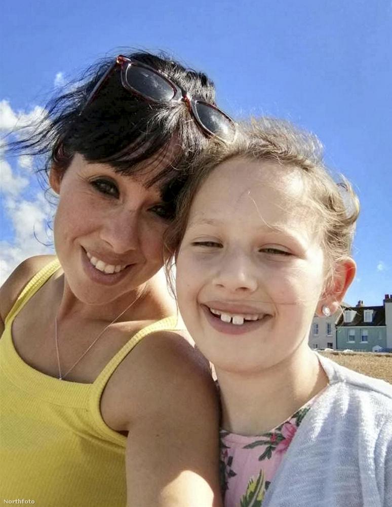 Ezen a képen egy Jodie Crews nevű nőt láthatnak, illetve a lányát, Isabellát