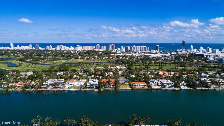 Karlie Kloss modell és férje, Joshua Kushner vettek egy házat Miamiban, és hát egészen nyilvánvalóan luxusingatlanról van szó
