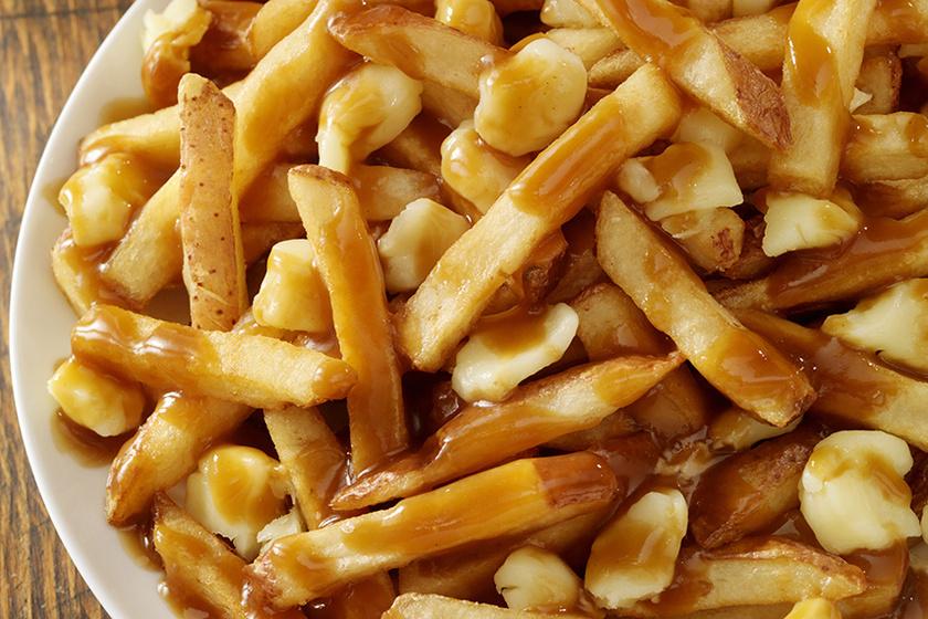 A kanadaiak sült krumplija semmihez sem fogható: sajt és barnamártás koronázza meg