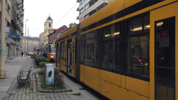 Eltört a váltó, állnak a villamosok a Margit körúton