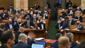 Alaptörvény-módosítás: az ellenzék szerint a Fidesz ezzel szentesítette a rablást