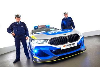 Idén 8-as BMW-ből készült tuning-rendőrautó