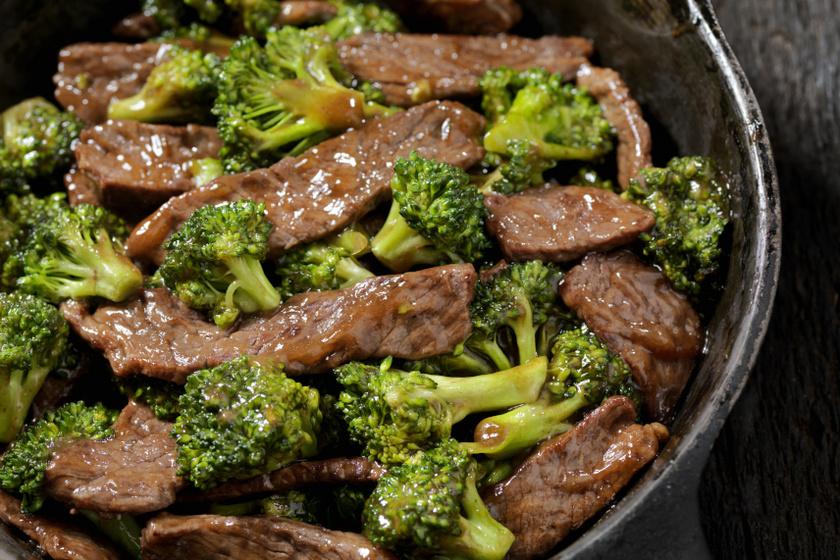 egyserpenyős pirított marhahús brokkolival recept