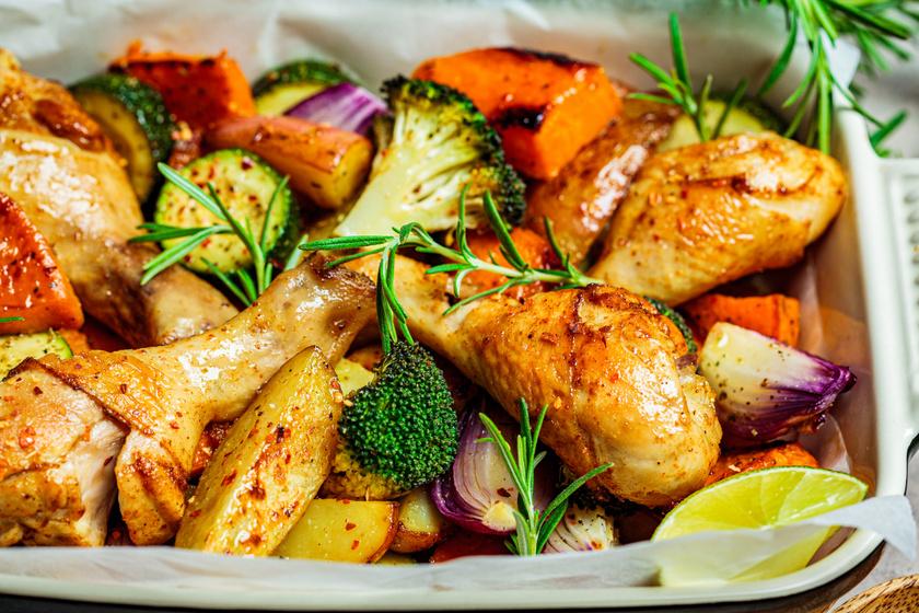 Ropogós, fehérboros csirkecomb vele sült zöldségekkel: fenséges főfogás