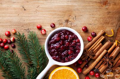 Vörösboros áfonyaszósz receptje: tökéletesen illik az ünnepi sültek mellé