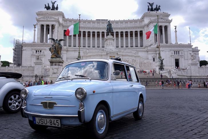 Rómában, az Írógépnél