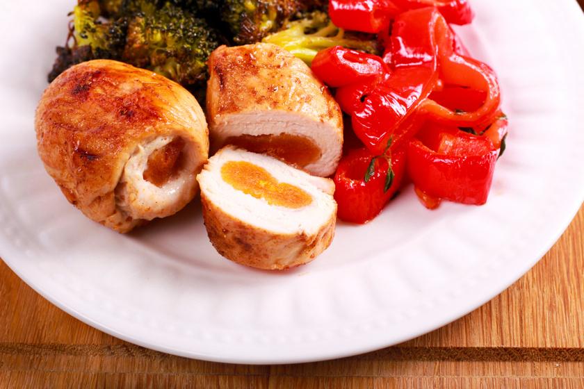Fűszeres, sült csirkemell barackkal töltve: nem fog kiszáradni a sütőben