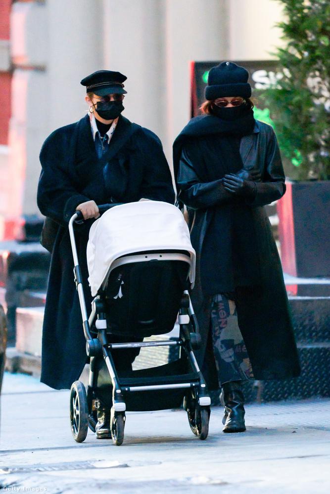 December 15-én, New Yorkban két testvér elment sétálni egyikük gyerekével, ebben a minigalériában erről láthat néhány képet