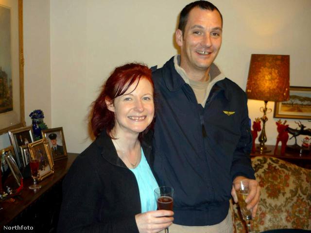 Annette Mackenzie és Stuart Black koccintanak