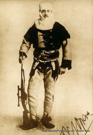 Nopcsa Ferenc albán öltözetben, 1916 körül.