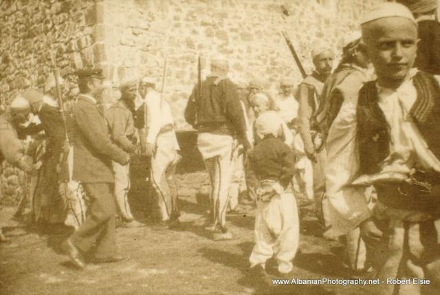 Albánia. A Puka vidéki Ibalja község lakói, 1905.
